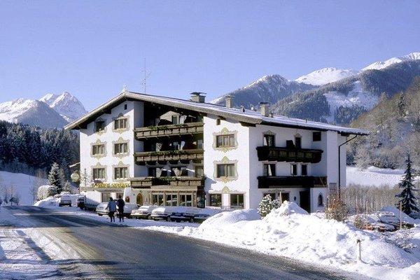 buitenkant-gasthof-skirast-kirchberg-wintersport-interlodge.jpg