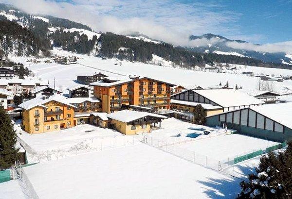 buitenkant-sporthotel-brixen-skiwelt-wilder-kaiser-wintersport-interlodge.jpg