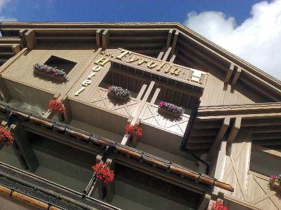 hotel-tyrolia-malga-ciapela-marmolada-dolomiti-super-ski-wintersport-italie-ski-snowboard-raquettes-schneeschuhlaufen-langlaufen-wandelen-interlodge.jpg