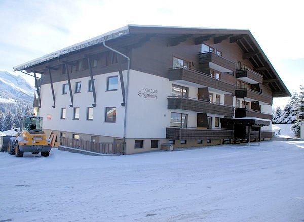 buitenkant-haus-steigerbauer-konigsleiten-zillertal-arena-wintersport-vakantie-oostenrijk-interlodge.jpg