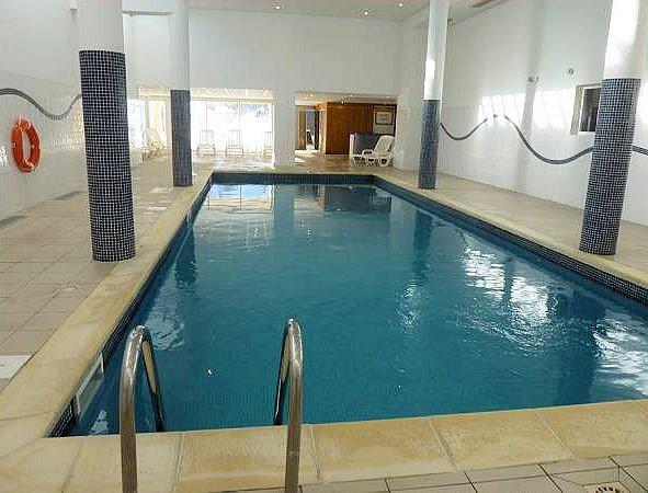 zwembad-residence-les-cimes-du-val-d-allos-espace-lumiere-interlodge.jpg
