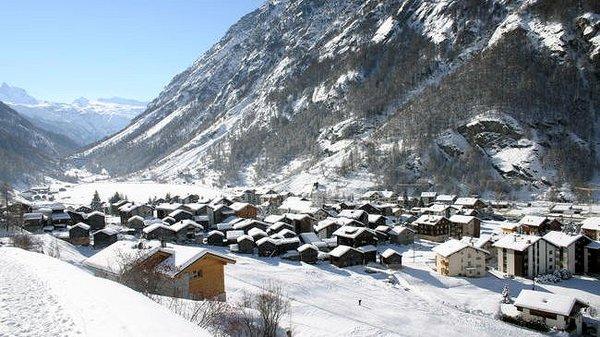 """dorp-ta""""sch-matterhorn-paradise-zwitserland-wintersport-ski-snowboard-raquette-schneeschuhlaufen-langlaufen-wandelen-interlodge.jpg"""