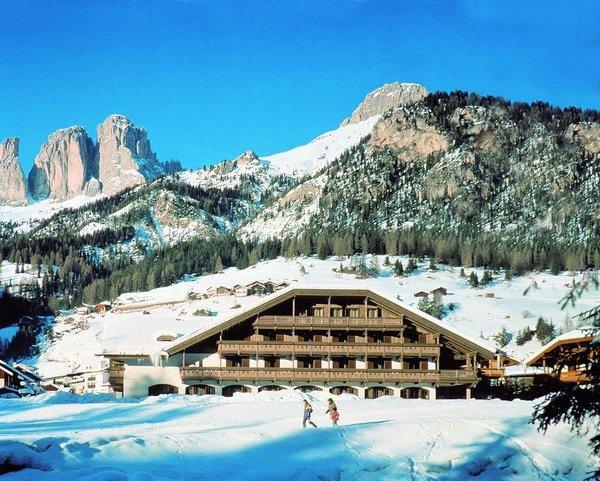 buitenkant-hotel-rubino-campitello-dolomiti-wintersport-italie-interlodge.jpg