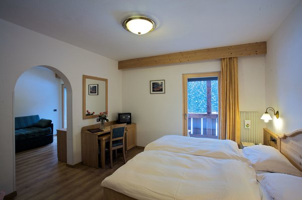 hotel-diana-kamer-en-suite-canazei-dolomiti-italie-wintersport-ski-snowboard-raquettes-schneeschuhlaufen-langlaufen-wandelen-interlodge.jpg
