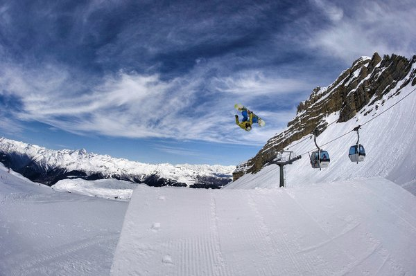 skirama-dolomiti-boarder-italie-wintersport-ski-snowboard-raquettes-schneeschuhlaufen-langlaufen-wandelen-interlodge.jpg