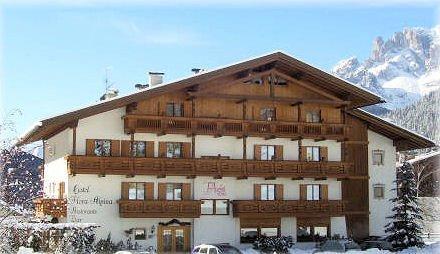 buitenkant-hotel-flora-alpina-campitello-dolomiti-wintersport-italie-ski-snowboard-raquettes-schneeschuhlaufen-langlaufen-wandelen-interlodge.jpg