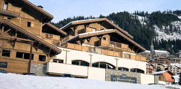 buitenkant-les-chalets-dangele-chatel-wintersport-frankrijk-interlodge.jpg