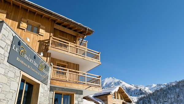 buitenkant-residence-les-chalets-des-dolines-montgenevre-la-voie-lactee-wintersport-frankrijk-ski-snowboard-raquettes-schneeschuhlaufen-langlaufen-wandelen-interlodge.jpg