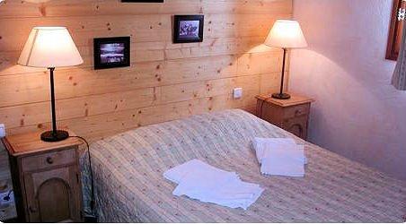 slaapkamer-residence-montana-planton-tignes-le-lac-espace-killy-frankrijk-wintersport-ski-snowboard-raquettes-schneeschuhlaufen-langlaufen-wandelen-interlodge.jpg