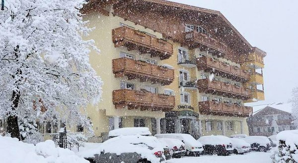 sneeuw-hotel-almhof-lackner-wintersport-interlodge.jpg