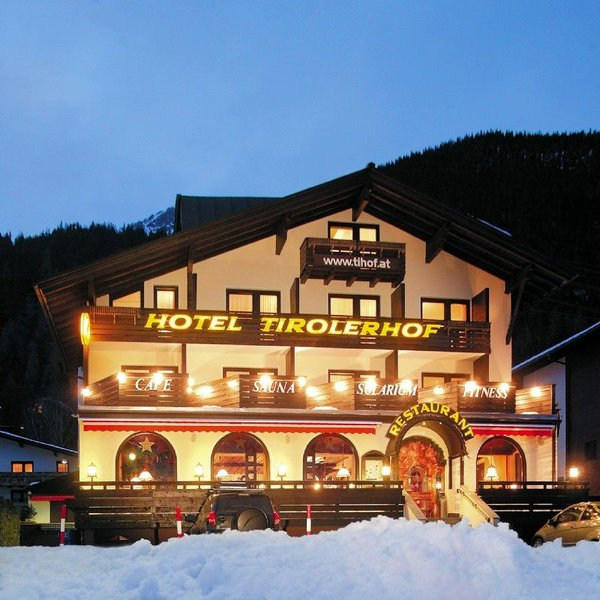 buitenkant-hotel-tirolerhof-st-anton-wintersport-interlodge.jpg