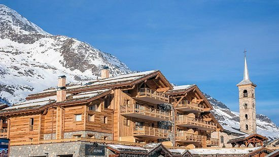 buitenkant-residence-le-kalinda-tignes-espace-killy-wintersport-frankrijk-interlodge.jpg