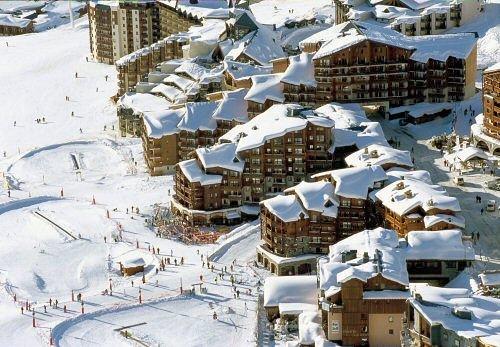 buitenzijde-residence-le-cheval-blanc-val-thorens-les-trois-vallees-wintersport-frankrijk-ski-snowboard-raquettes-schneeschuhlaufen-langlaufen-wandelen-interlodge.jpg