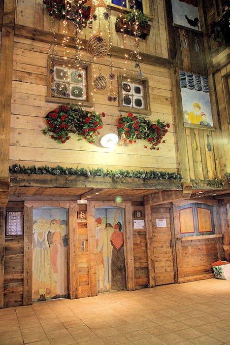 residence-le-cheval-blanc-liftdeuren-val-thorens-les-trois-vallees-wintersport-frankrijk-ski-snowboard-raquettes-schneeschuhlaufen-langlaufen-wandelen-interlodge.jpg