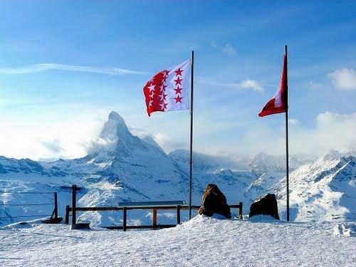 """ta""""sch-uitzicht-matterhorn-zwitserland-wintersport-ski-snowboard-raquette-schneeschuhlaufen-langlaufen-wandelen-interlodge.jpg"""