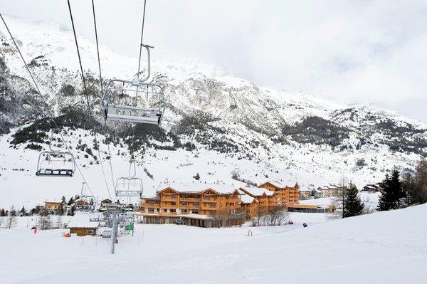 buitenzijde-residence-les-chalets-de-flambeau-val-cenis-vanoise-wintersport-frankrijk-ski-snowboard-raquettes-schneeschuhlaufen-langlaufen-wandelen-interlodge.jpg