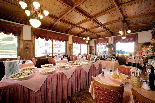 restaurant-hotel-savoia-canazei-passo-pordoi-wintersport-italie-ski-snowboard-raquettes-schneeschuhlaufen-langlaufen-interlodge.jpg