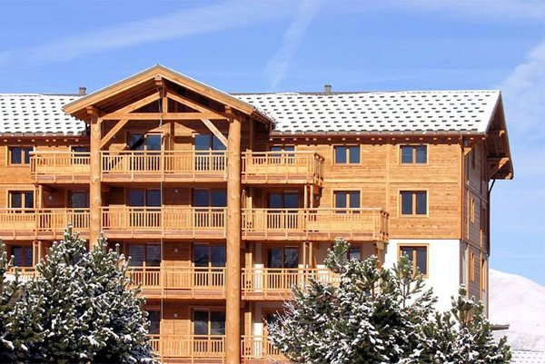 buitenzijde-reisdence-alba-les-deux-alpes-wintersport-frankrijk-ski-snowboard-raquettes-schneeschuhlaufen-langlaufen-wandelen-interlodge.jpg