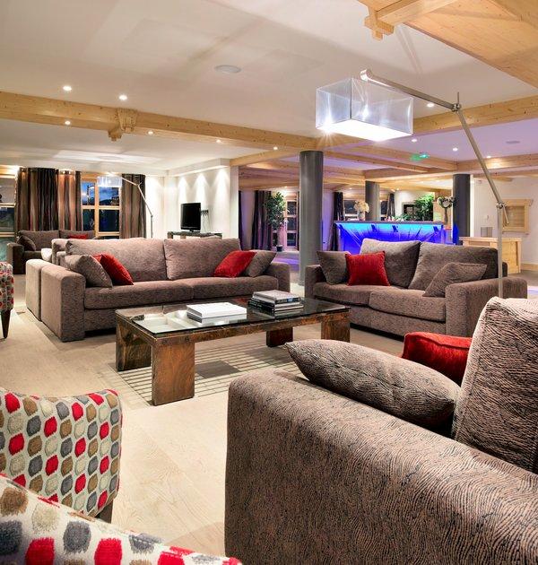 receptie-residence-le-cristal-de-l-alpe-alpe-d-huez-grandes-rousses-interlodge.jpg