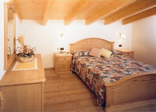 residence-redolon-slaapkamer-campitello-sella-ronda-dolomiti-wintersport-italie-ski-snowboard-raquettes-schneeschuhlaufen-langlaufen-wandelen-interlodge.jpg