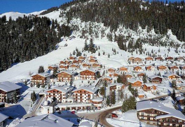 dorp-konigsleiten-uitzicht-zillertal-arena-oostenrijk-wintersport-ski-snowboard-raquette-schneeschuhlaufen-langlaufen-wandelen-interlodge.jpg