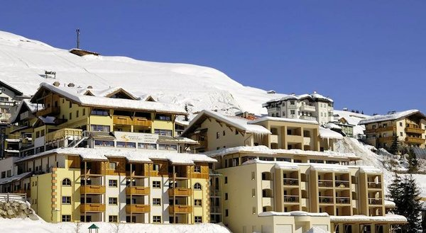 buitenkant-hotel-alpenjuwel-serfaus-wintersport-interlodge.jpg