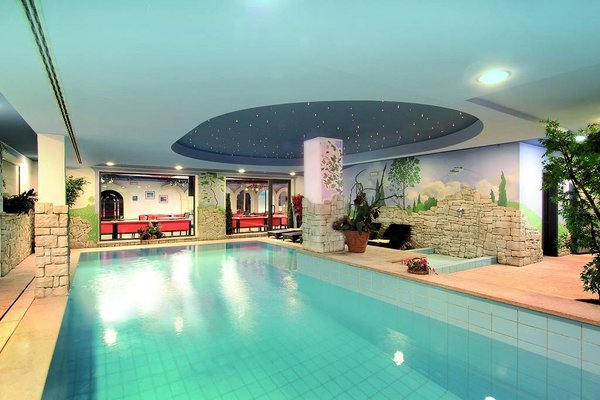 zwembad-parkhotel-rubino-campitello-dolomiti-wintersport-italie-interlodge.jpg