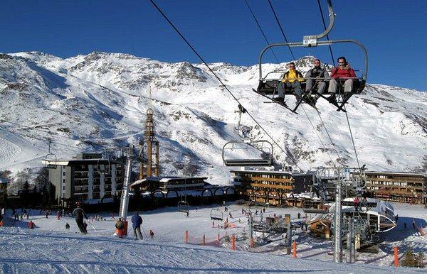 skilift-les-menuires-les-trois-vallees-wintersport-frankrijk-ski-snowboard-raquettes-schneeschuhlaufen-langlaufen-wandelen-interlodge.jpg