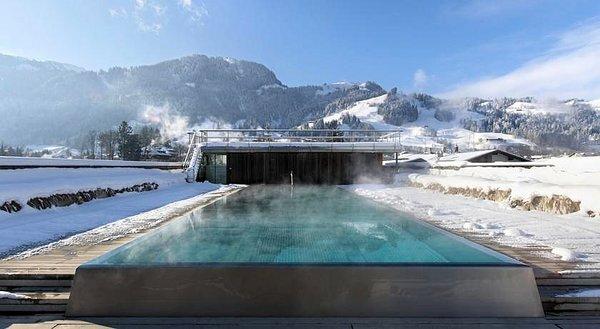 zwembad-hotel-schwarzer-adler-kitzbuhel-wintersport-interlodge.jpg