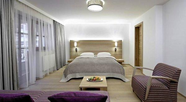 slaapkamer-hotel-schwarzer-adler-kitzbuhel-wintersport-interlodge.jpg