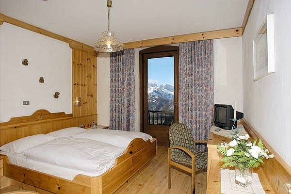 hotel-pordoi-kamer-passo-pordoi-canazei-sella-ronda-dolomiti-wintersport-italie-ski-snowboard-raquettes-schneeschuhlaufen-langlaufen-wandelen-interlodge.jpg