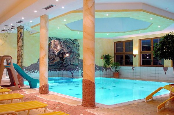 hotel-waldhof-zwembad-oetz-wintersport-oostenrijk.jpg