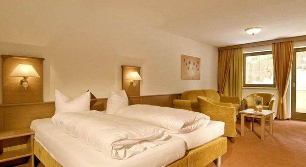slaapkamer-hotel-alpenjuwel-serfaus-wintersport-interlodge.jpg