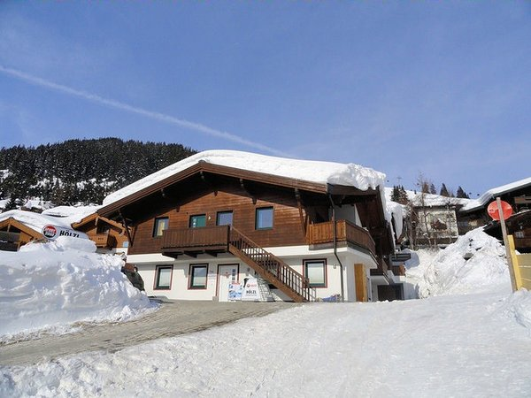 buitenkant-chalet-central-konigsleiten-zillertal-arena-oostenrijk-wintersport-ski-snowboard-raquette-schneeschuhlaufen-langlaufen-wandelen-interlodge.jpg