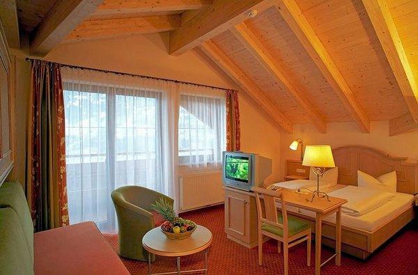kamer-ferienhotel-hoppet-hart-im-zillertal-wintersport-interlodge.jpg
