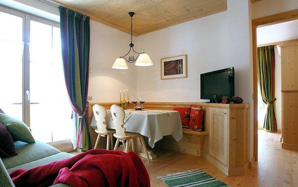 apartments-sol-e-nef-sottoguda-tv-en-woonkamer-wintersport-italie-ski-snowboard-raquettes-schneeschuhlaufen-langlaufen-wandelen-interlodge.jpg