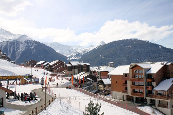 dorp-vallandry-peisey-paradiski-wintersport-frankrijk-ski-snowboard-raquettes-schneeschuhlaufen-langlaufen-wandelen-interlodge.jpg