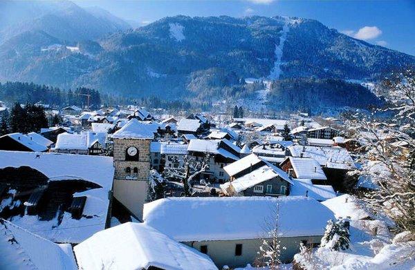 samoens-village-panorama-le-grand-massif-wintersport-frankrijk-ski-snowboard-raquettes-schneeschuhlaufen-langlaufen-wandelen-interlodge.jpg
