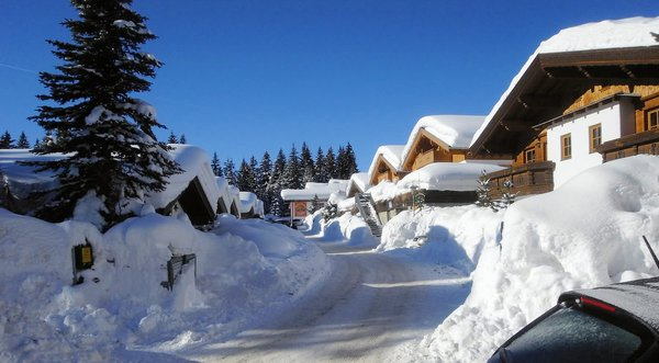 ast-n-hutten-konigsleiten-zillertal-arena-wintersport-oostenrijk-ski-snowboard-raquettes-scneeschuhlaufen-langlaufen-wandelen-interlodge.jpg