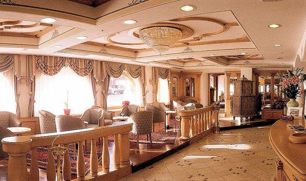 lounge-palace-hotel-ravelli-mezzana-skirama-dolomiti-wintersport-italie-interlodge.jpg