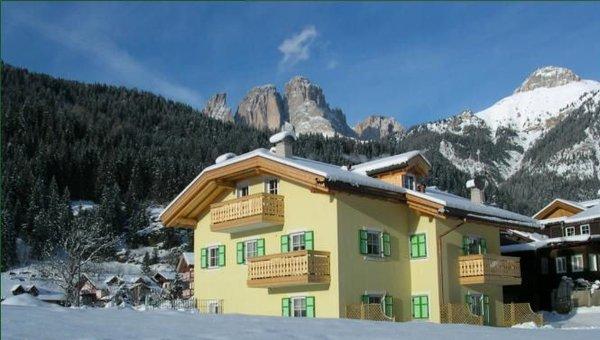aanzicht-residence-ercabuan-campitello-dolomiti-wintersport-italie-ski-snowboard-raquettes-schneeschuhlaufen-langlaufen-wandelen-interlodge.jpg