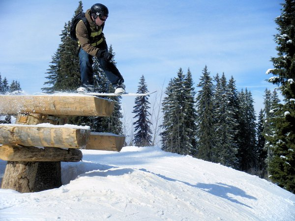 boarder-avoriaz-les-portes-du-soleil-wintersport-frankrijk-ski-snowboard-raquettes-schneeschuhlaufen-langlaufen-wandelen-interlodge.jpg