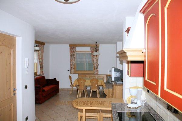 residence-ercabuan-keuken-en-tafel-campitello-dolomiti-wintersport-italie-ski-snowboard-raquettes-schneeschuhlaufen-langlaufen-wandelen-interlodge.jpg