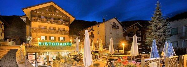 buitenkant-nacht-hotel-valtellina-livigno-wintersport-italie-interlodge.jpg