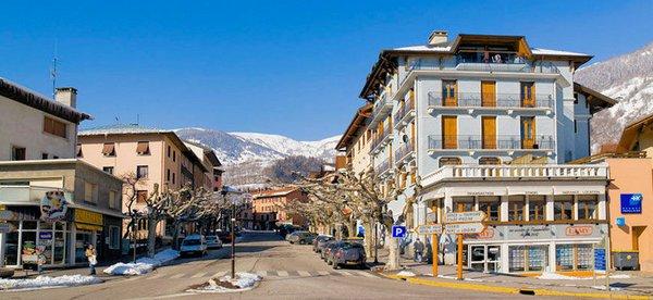 straat-in-bourg-st-maurice-paradiski-wintersport-frankrijk-ski-snowboard-raquettes-schneeschuhlaufen-langlaufen-wandelen-interlodge.jpg
