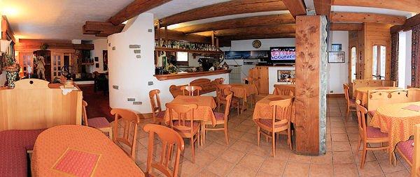 hotel-lyskamm-matterhorn-ski-paradise-bar-wintersport-italie-interlodge.jpg