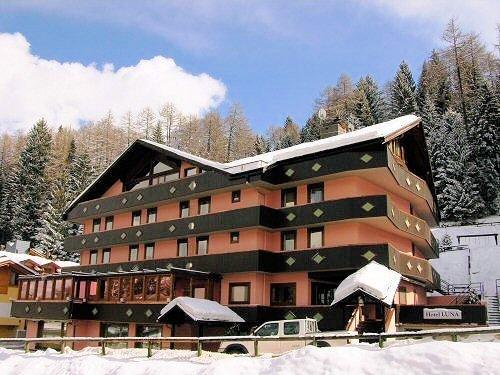 buitenkant-hotel-luna-folgarida-skirama-dolomiti-wintersport-italie-ski-snowboard-raquettes-schneeschuhlaufen-langlaufen-wandelen-interlodge.jpg