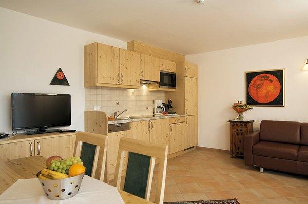 interieur-keuken-appartementen-sonneck-konigsleiten-zillertal-arena-wintersport-oostenrijk-ski-snowboard-raquttes-schneeschuhlaufen-langlaufen-wandelen-interlodge.jpg
