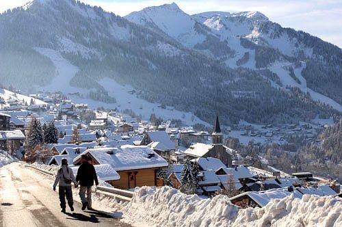 wandelaars-chatel-les-portes-du-soleil-wintersport-frankrijk-ski-snowboard-raquettes-langlaufen-wandelen-interlodge.jpg