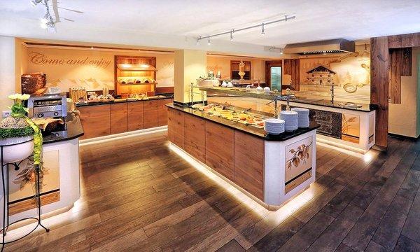 hotel-waldhof-ontbijtbuffet-oetz-wintersport-oostenrijk.jpg